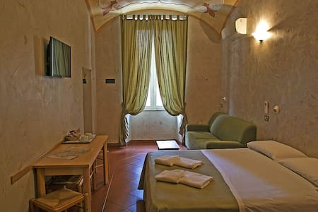 Cozy room near Termini station