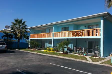 Marion Lane Suites Unit #4 Pets OK - ココアビーチ - 別荘