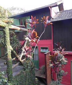 Casa c/2 quartos no Canto Sul em Praia do Rosa /BF - Imbituba - House