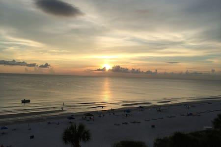 Gulf front beach condo - Apartament