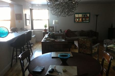 clean 2+ bedrooms near train/stores