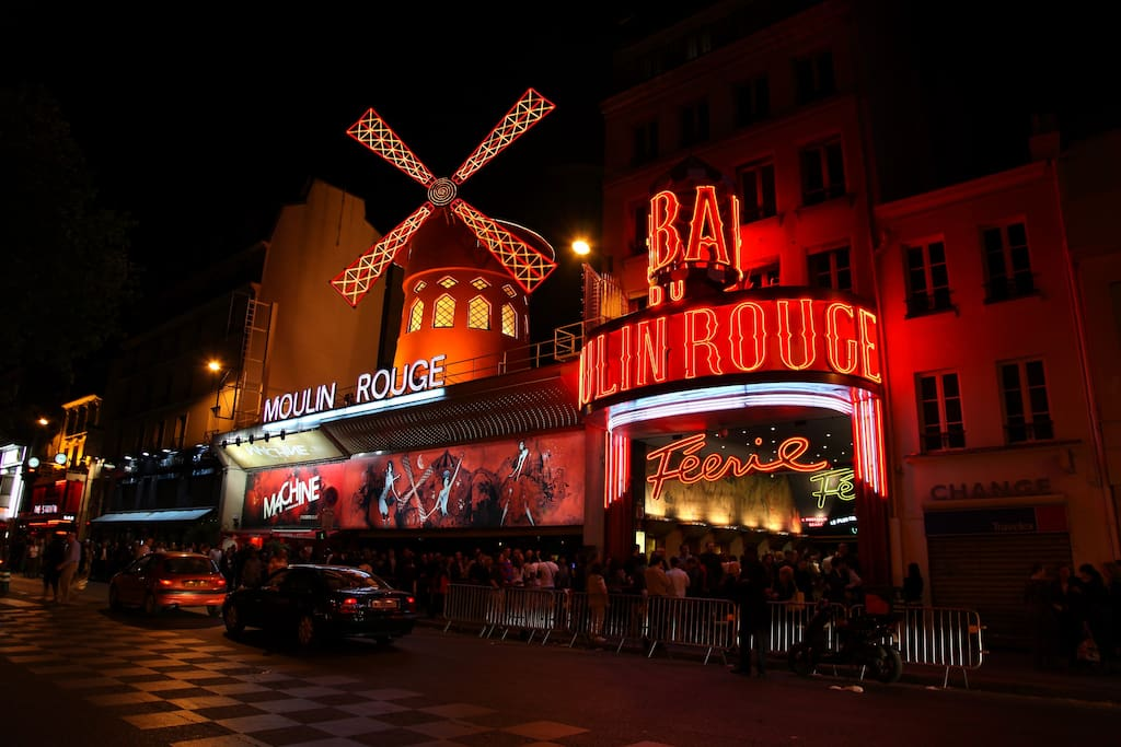 Moulin Rouge at 15 min walking ...