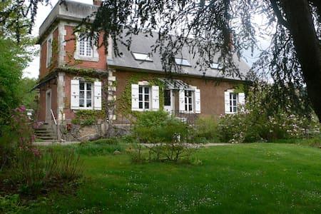 Maison de famille en Bourgogne - Huis
