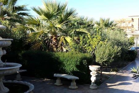 Mediterrane Villa mit Garten  - Seccagrande - House