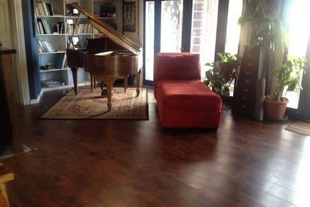 Writers Retreat w/ Baby Grand Piano - Boulder - Casa