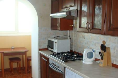 Уютная квартира в Киеве Святошино. - Apartment