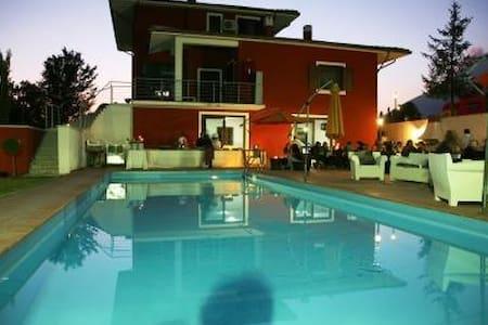 villa panoramica con piscina - Villa