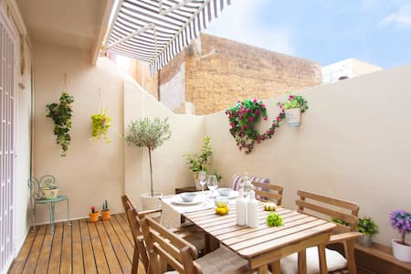 LAST MINUTE OFFER !! 59€: 30th Nov to 5th Dec  - Fully Equipped Apt. & Peaceful Terrace - 200m. Sagrada Familia Church & Metro & Authentic Area - Our own Local Guides & Cultural Agenda website