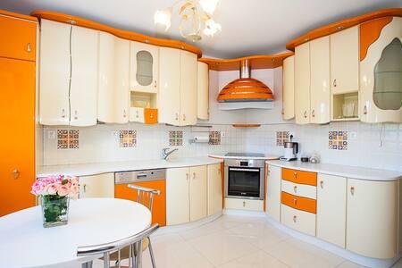Orange Apartment in Wieliczka - Wohnung
