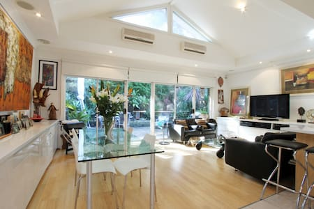 Private Loft Bedroom / own bathroom - Lane Cove