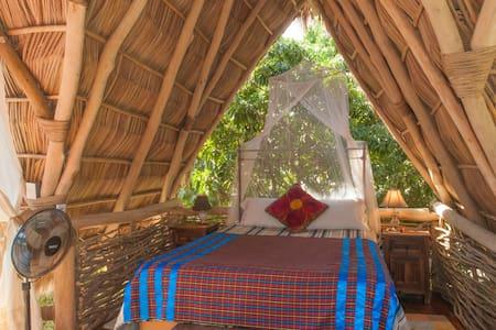 Tipologia alloggio: Stanza privata Tipo di letto: Letto normale Tipo di alloggio: Casa sull'albero Posti letto: 2 Camere da letto: 1 Bagni: 1