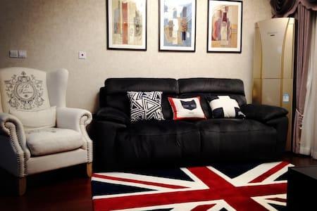 【经典美式】90平精装公寓,奢华享受,小区班车5分钟直达地铁1号线 - Wohnung