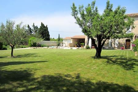 Mas en Provence à 12 Km d'AVIGNON,ARLES, Alpilles - House