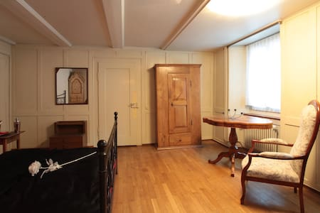 Authentic Old Style Apartment - Apartment