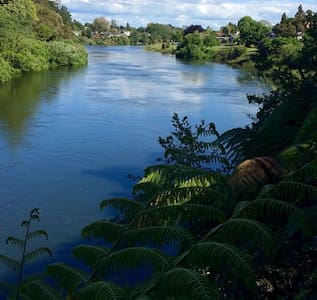 Riverview Studio - by the river - Hamilton - Apartment