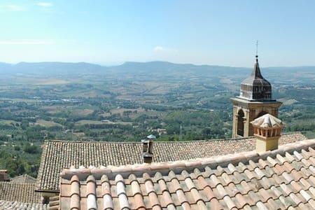 Casa in paese medievale - Casa