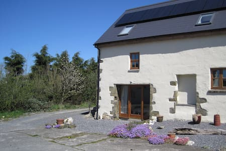 Cosy converted barn - Aberporth - House