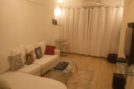 MODERN,FULLY FURNISHED 1 BEDROOM HALL, JUHU BEACH - Mumbai - Leilighet