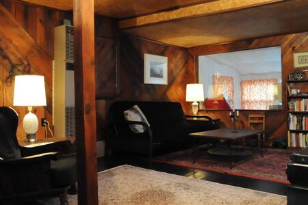 Lovely Adirondack Lake House - Haus