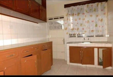 Nice room in a safe area. - Kisumu - House