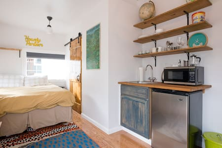Sunny, Centrally Located Studio - Oakland - Bungalow