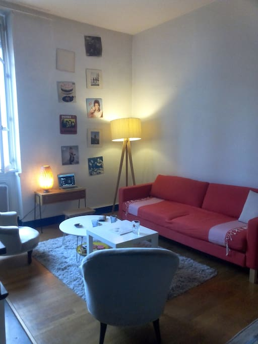 Depuis les photos, j'ai également acquis un canapé pour plus de confort dans la partie salon