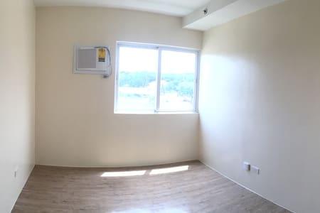 Bare unit 726 Stanford Suites - Cavite City - Condominium