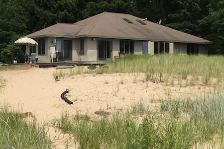 Shamba Beach House on Lake Michigan - Oostburg
