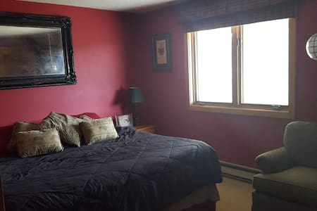 Mount Snow/Crosstown Ski House-room share - Társasház