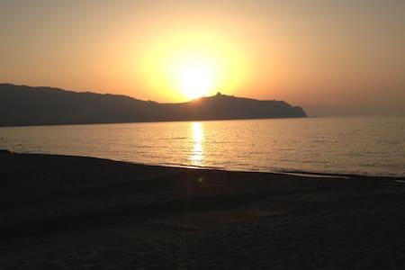 Tra Mare&Monti-Logement calme proche de la mer - Huoneisto