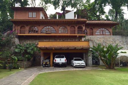 Casa campestre con estacionamiento