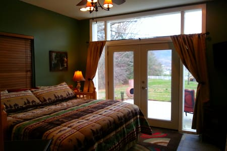 Delightful B&B room in the Smokies! - Sevierville - Bed & Breakfast
