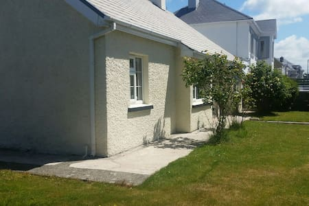 The Aces Bungalow located in Ardfert Village - Tralee - House