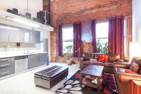 NYC Style loft in LA, Parking avail