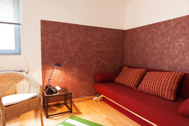 Wohnzimmer mit Doppelschlafcouch (ausziehbar)