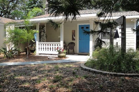 Blue Arbor Guest Cottage / Gulfport - Διαμέρισμα