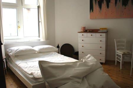 Modern authentic studio in beloved Kreuzkölln - Berlin - Condominium