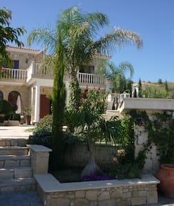 VALLEY OF VINYARDS - Villa