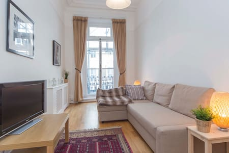 Cozy 2BR Earls Court CH2
