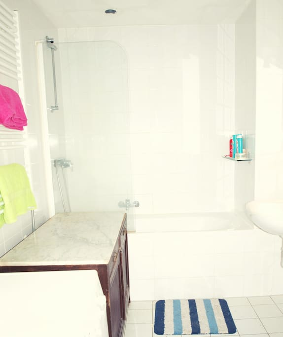 Bathroom, washing machine.