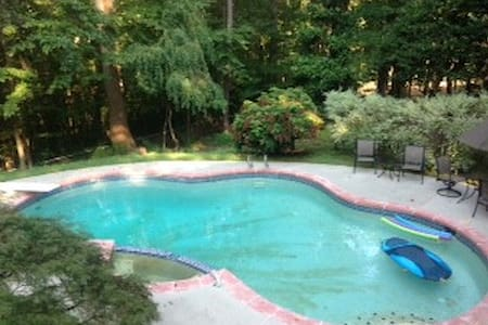 LUXE SereneComfy Bed&Brkfst w/Pool 5mins to StnMtn - Bed & Breakfast