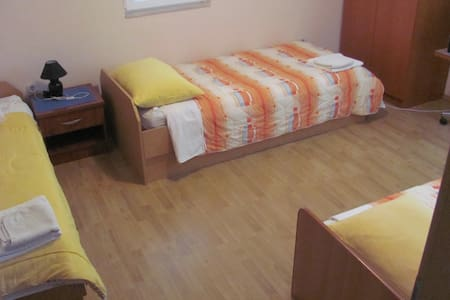 ROOM WITH 3 BEDS - Apartamento