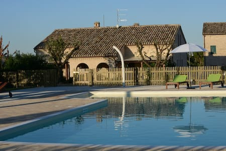 AppCrepuscolo in casale con piscina - Flat