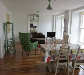 1 BED APT IN THE HEART OF WESTPORT - Wohnung