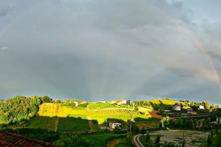 casa di miky, su colline monferrato - Hus