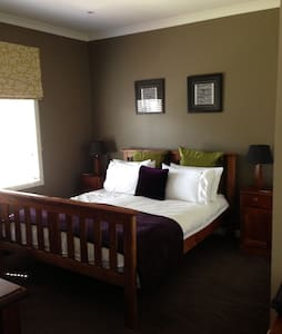 Cosy quiet room with great extras - House