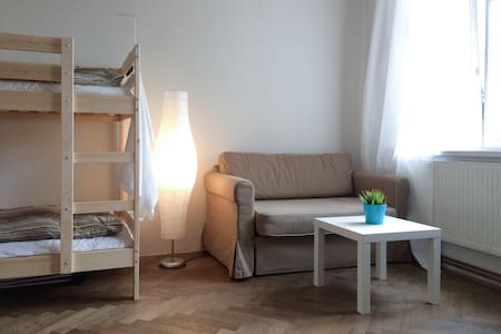 Bed in mixed room in city center (Prague 1) - Prague - Apartment