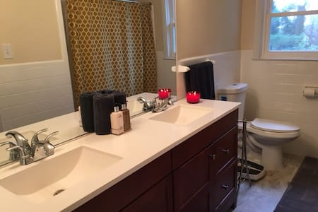 Cozy & Clean Private Room/Bathroom - House