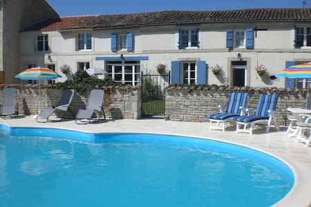 Double and a Twin room -  La Maison des Tournesols - Bed & Breakfast