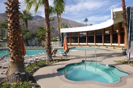 MID-CENTURY GEM - Palm Springs - Lyxvåning